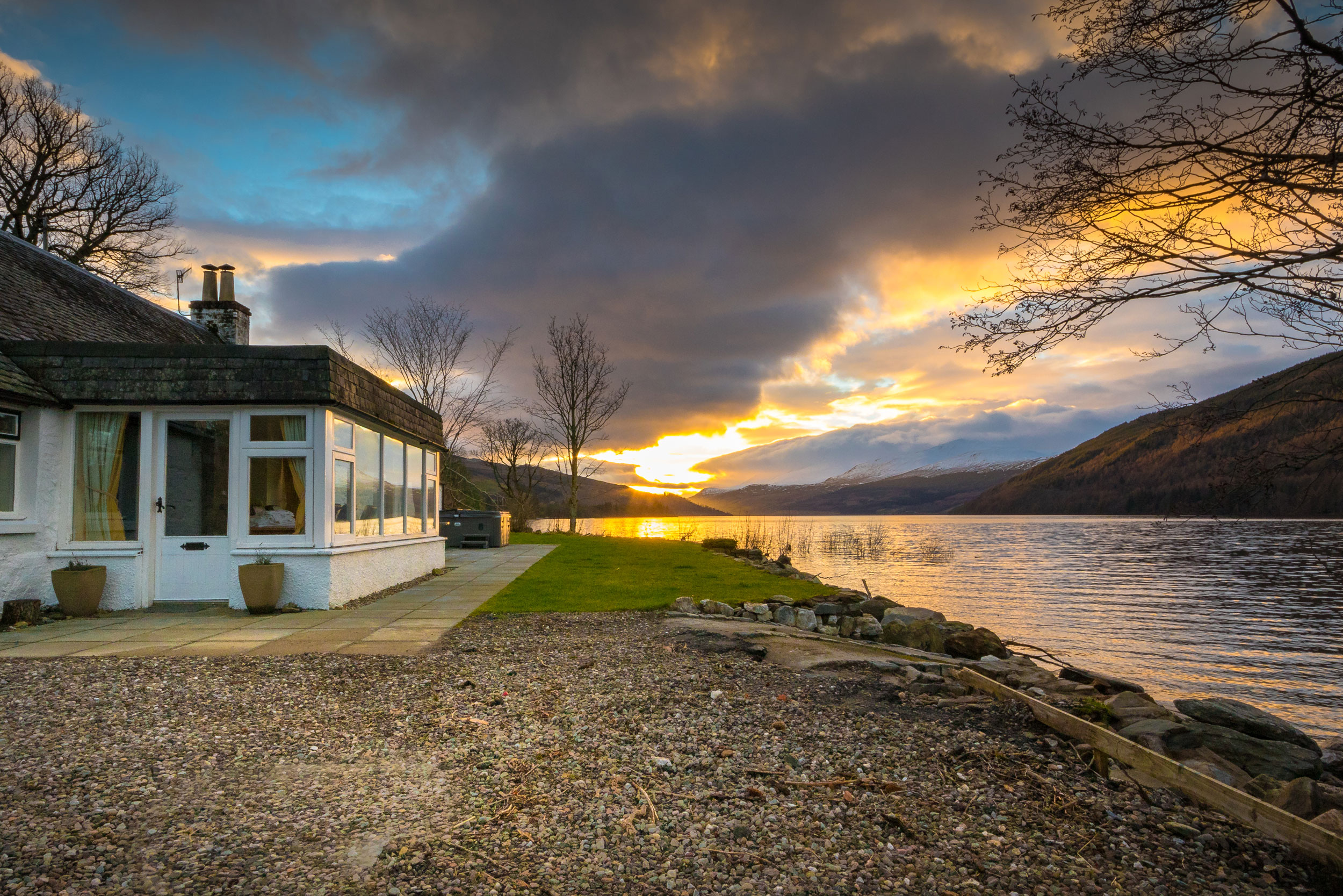 LOCHSIDE COTTAGE