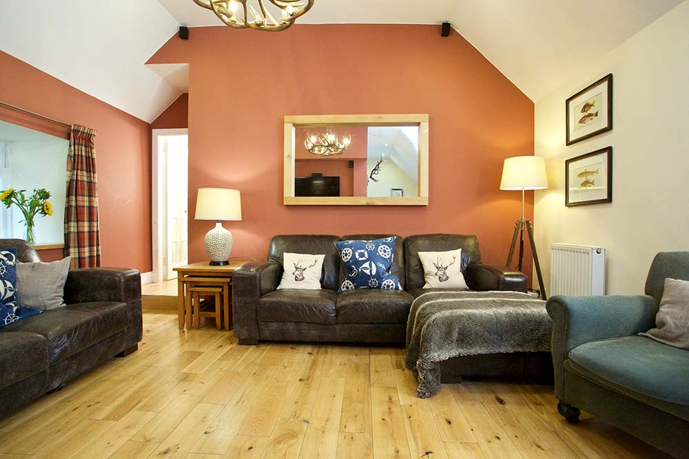 LOCHSIDE COTTAGE: Sleeps 6