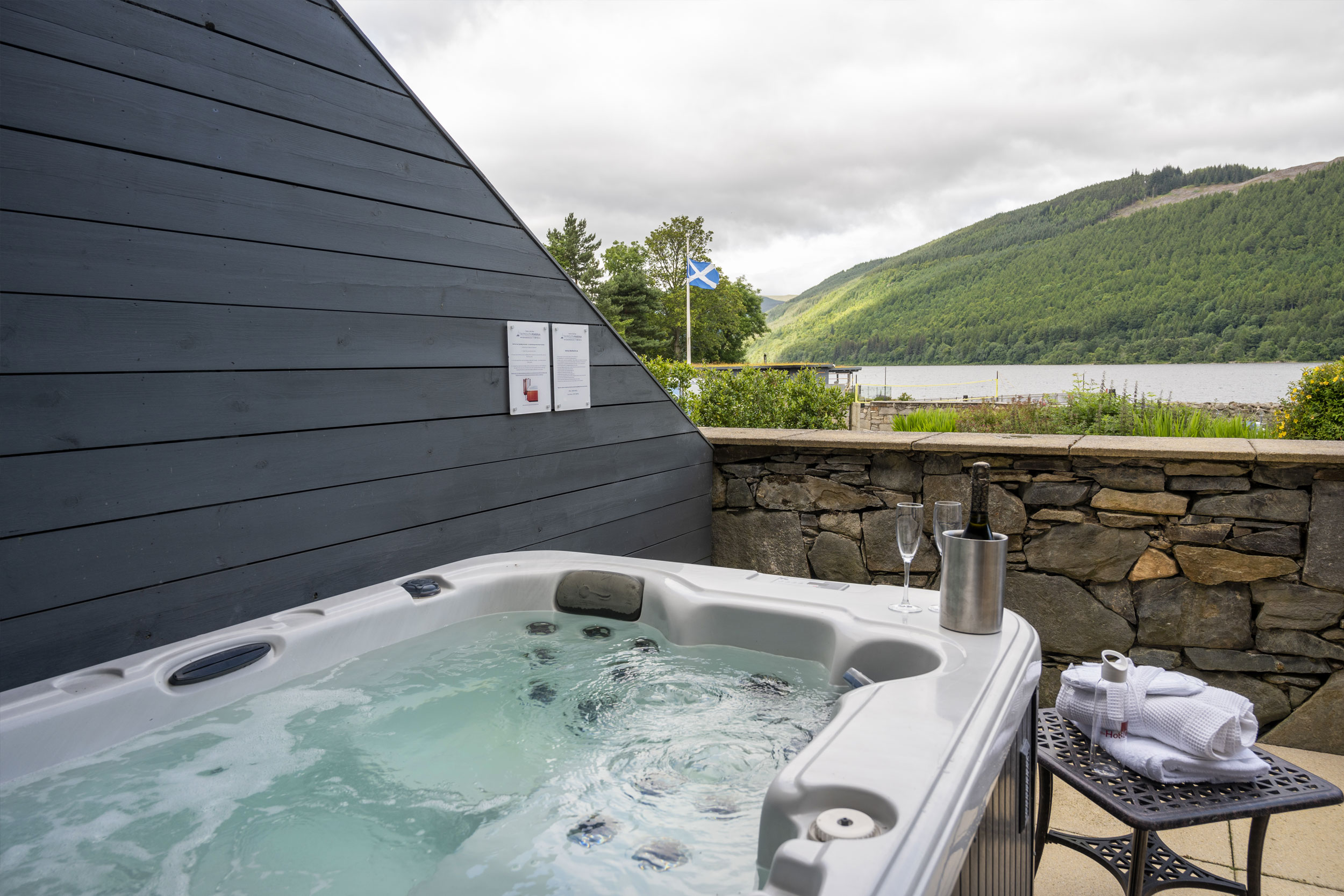 Hot Tub On Private Terrace Overlooking Loch