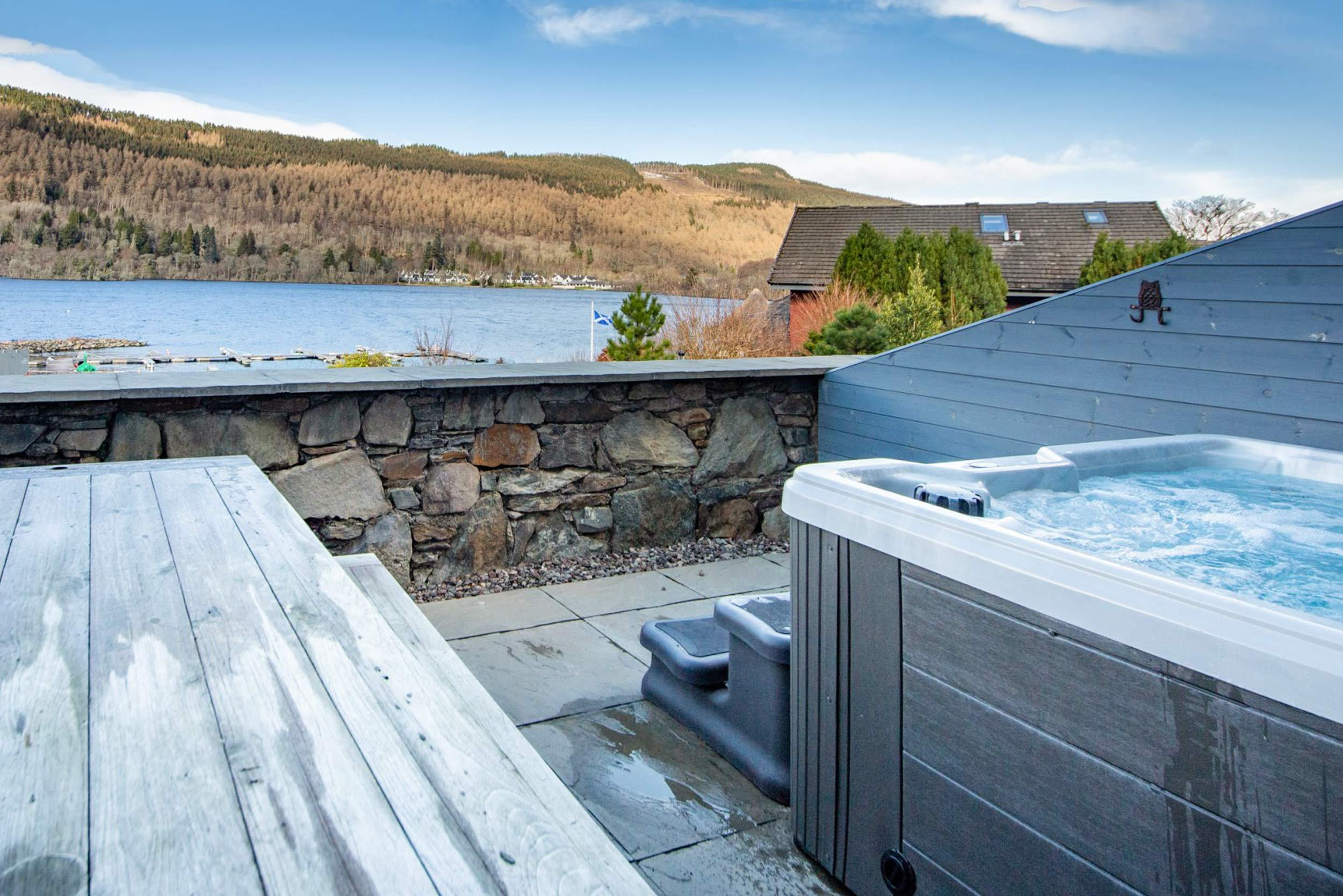 Hot Tub With Views Of Loch Tay